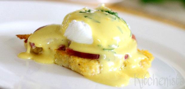 Eggs Benedict op toast