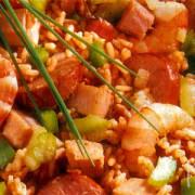 Jambalaya met kip, worstjes, ham en garnalen