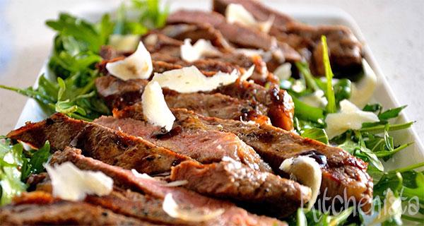 Tagliata (biefstuk met rucola en parmezaan)