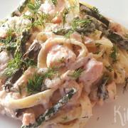 Pasta met zalm, garnaaltjes en groene asperges
