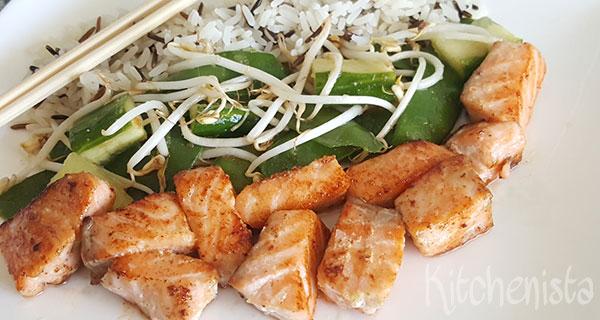 Zalm met wasabi en salade met peultjes en taugé