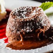 Lava cakes met bosvruchtencoulis