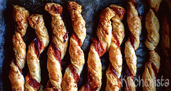 Bladerdeegstengels met rauwe ham