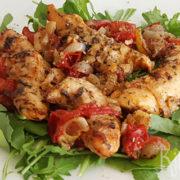 Kruidige kip met tomaten uit de oven