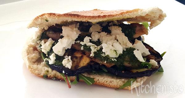 Pita met gegrilde kip en aubergine
