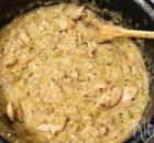 Gestoofde kip met witte wijn en prei