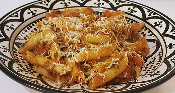 Snelle pasta met tomaat, groenten en gehakt