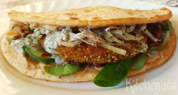 Falafelburger in flatbread