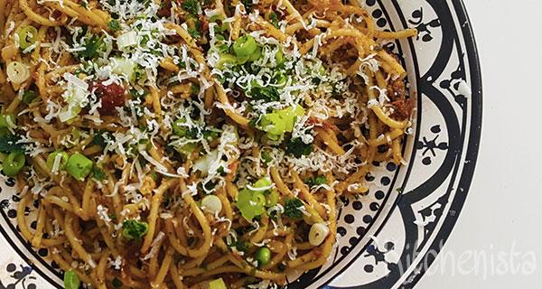 Spaghetti met verse pesto en zongedroogde tomaatjes