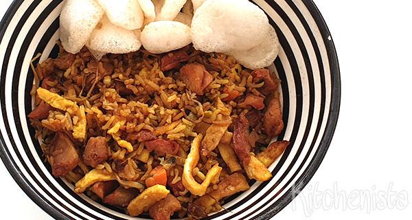 Nasi koening met groenten, ei en lap cheung
