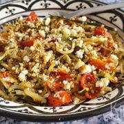 Courgettespaghetti met geroosterde tomaatjes