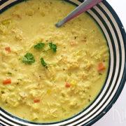 Romige kippensoep met kerrie en rijst