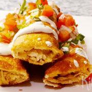 Taquitos met kip, kaas, pico de gallo en ranchdressing