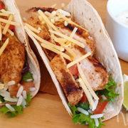 Taco's met kruidige gegrilde kip en korianderrijst