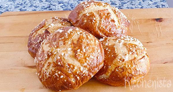 Duitse pretzelbroodjes (Laugenbretzel / Laugenbrötchen)
