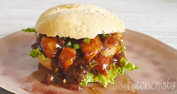 Broodje met Generaal Tso sticky zoetzure kip