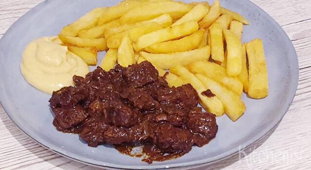 Vlaams stoofvlees met friet en Belgische mayonaise
