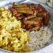 Vegetarische kipkerrie met pittige sperziebonen en rijst