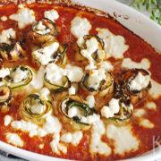 Ovenschotel met courgette, gerookte zalm en tomatensaus