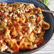 Pappardelle met linzen, courgette, tomaat en walnoten