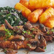 Schnitzel met champignons, spinazie en aardappelkroketjes