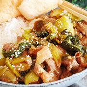 Chinese paksoi en varkensvlees roerbak
