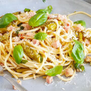 Spaghetti met groene asperges, ham en citroen