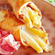 Bladerdeegpakketjes met asperges, rauwe ham en kaas