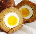 Falafel Scotch eggs – vegetarische gehaktbal kiekeboe