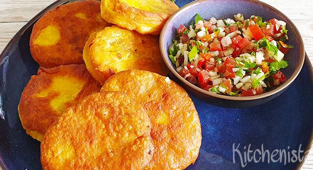 Chileense sopaipillas (pompoen flatbread) met pebre