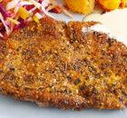 Za'atar gekruide kipschnitzels met tahinisaus