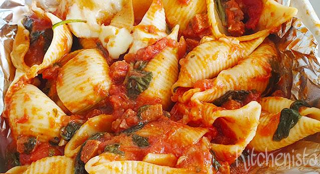 Conchiglioni met spinazie, chorizo en mozzarella