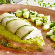 Gerookte makreel paté verpakt in komkommer