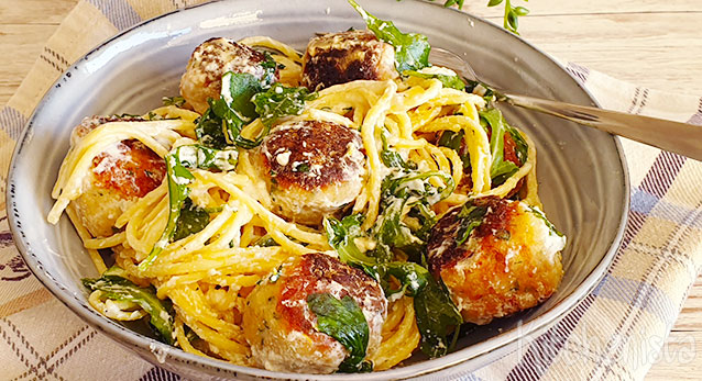 Spaghetti met kipgehaktballetjes en rucola