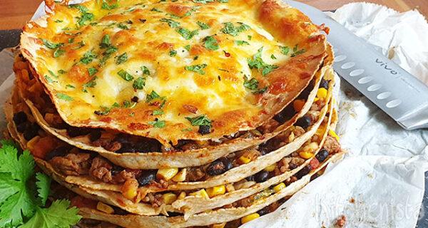 Tortillataart met bonen, maïs en tomaat