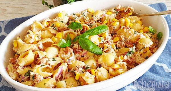 Pastasalade met tonijnmayonaise en maïs en meer
