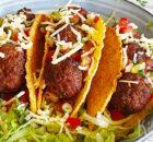 Taco's met gekruide gehaktballetjes en pico de gallo