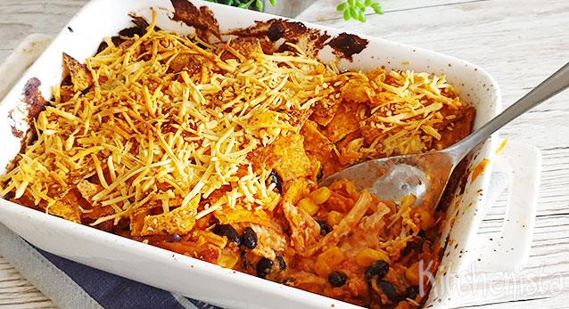Ovenschotel met tortillachips en gegrilde kip