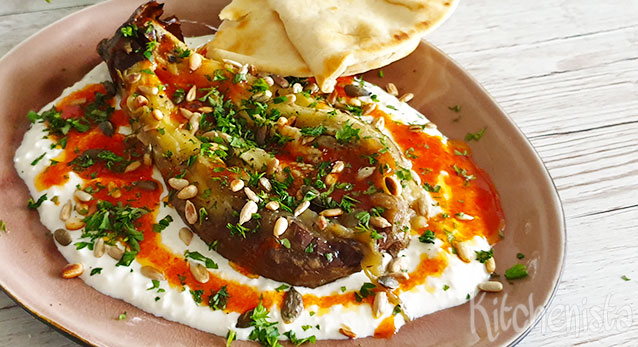 Gebrande aubergine met feta en harissa olie