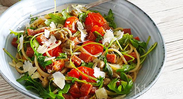Spaghetti met chorizo, tomaatjes en rucola