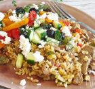 Gyros van kip met courgette en rijst eenpansgerecht