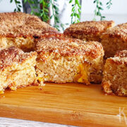 Sponge cake met kokos en verse mango