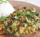 Curry van spinazie, tomaten en kip met rijst