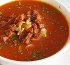 Geroosterde tomatensoep met knoflook en chorizo
